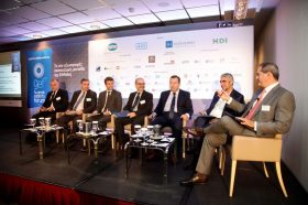 Panel I: «Εθνική Στρατηγική Ανάπτυξης: Ο ρόλος και οι πολιτικές ενίσχυσης των εξαγωγών» Στο πάνελ συμμετείχαν οι ομιλητές (από αριστερά): Δημήτρης Ιωάννου, Πρέσβης, Επικεφαλής Δ4 Διεύθυνσης, Υπουργείο Εξωτερικών, Πρόεδρος ΕΔΥ, Νίκος Βέττας, Γενικός Διευθυντής, ΙΟΒΕ, Καθηγητής, Οικονομικό Πανεπιστήμιο Αθηνών, Χρήστος Στάικος, Πρόεδρος, Enterprise Greece, Λόης Λαμπριανίδης, Γενικός Γραμματέας Στρατηγικών και Ιδιωτικών Επενδύσεων, Υπουργείο Οικονομίας και Ανάπτυξης, Βασίλειος Κόκκαλης, Υφυπουργός, Υπουργείο Αγροτικής Ανάπτυξης και Τροφίμων, Γιώργος Τσίπρας, Γενικός Γραμματέας Διεθνών Οικονομικών Σχέσεων και Αναπτυξιακής Συνεργασίας, Υπουργείο Εξωτερικών, Συντονιστής: Αθανάσιος Έλλις, Δημοσιογράφος