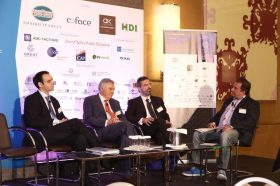 Panel I: Εμπορική Διπλωματία και Άνοιγμα Νέων Αγορών - Στο πάνελ συμμετείχαν οι ομιλητές (από αριστερά στην φωτογραφία): Νεκτάριος Πολυχρονίου, Επίτιμος Πρόξενος της Δημοκρατίας της Μποτσουάνα στην Ελλάδα, Δρ. Σωτήρης Μουσούρης, Πρόεδρος, Ελληνο-Αφρικανικό Επιμελητήριο, τ. Αναπληρωτής Γενικός Γραμματέας, ΟΗΕ, Κωνσταντίνος Δασκαλόπουλος, Γραμματέας Οικονομικών και Εμπορικών Υποθέσεων (ΟΕΥ) Α΄, Κίνα. Συντονιστής του πάνελ: Νώντας Χαλδούπης, Δημοσιογράφος.