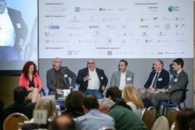Panel 3: «Μέσα για την υποστήριξη και διείσδυση των προϊόντων στις διεθνείς αγορές (Ηλεκτρονικό Εμπόριο, Πιστοποίηση, Marketing, E-Commerce, Υπηρεσίες HR, Μεταφορές, Logistics)» Στο πάνελ συμμετείχαν οι oμιλητές (από αριστερά): Νανά Ιωακειμίδου, Chief Commercial Officer, Generation Y, Δημήτρης Χρήστου, Director, Market Development, GS1 Association Greece, Δημήτρης Καραβασίλης, Founder & CEO, DK Marketing Consultants, Μάνος Κουμαντάκης, Head of Consulting, Convert Group, Χαράλαμπος Καζαντζίδης, Διευθύνων Σύμβουλος, ManpowerGroup Ελλάδας. Συντονιστής: Κωνσταντίνος Γκράβας, Αναλυτής Διεθνών Αγορών