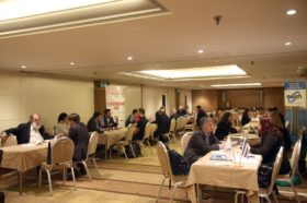 Panel 4: «Οι αγορές που παρουσιάζουν εξαγωγικό ενδιαφέρον - Τα νέα δεδομένα που δημιουργούν Brexit και Β. Μακεδονία» Στο πάνελ συμμετείχαν οι oμιλητές (από αριστερά): Παναγιώτης Χασάπης, Εκτελεστικός Αντιπρόεδρος, Σύνδεσμος Εξαγωγέων –ΣΕΒΕ, Διονύσης Πρωτοπαπάς, Σύμβουλος Οικονομικών & Εμπορικών Υποθέσεων Α', Β5 Δ/νση Διμερών Οικονομικών Σχέσεων με χώρες Ασίας, Υποσαχαρικής Αφρικής και Λατινικής Αμερικής, Υπουργείο Εξωτερικών, Αντώνιος Κατεπόδης, Σύμβουλος ΟΕΥ Α΄, Διευθυντής, Β8 Διεύθυνση Επιχειρηματικής Ανάπτυξης, Υπουργείο Εξωτερικών, Άγγελος (Ευάγγελος) Συρίγος, Νομικός, Αν. Καθηγητής του Διεθνούς Δικαίου και της Εξωτερικής Πολιτικής, Πάντειο Πανεπιστήμιο - Υποψήφιος Βουλευτής με τη Νέα Δημοκρατία στην Α΄ Αθηνών. Συντονιστής: Κωνσταντίνος Γκράβας, Αναλυτής Διεθνών Αγορών